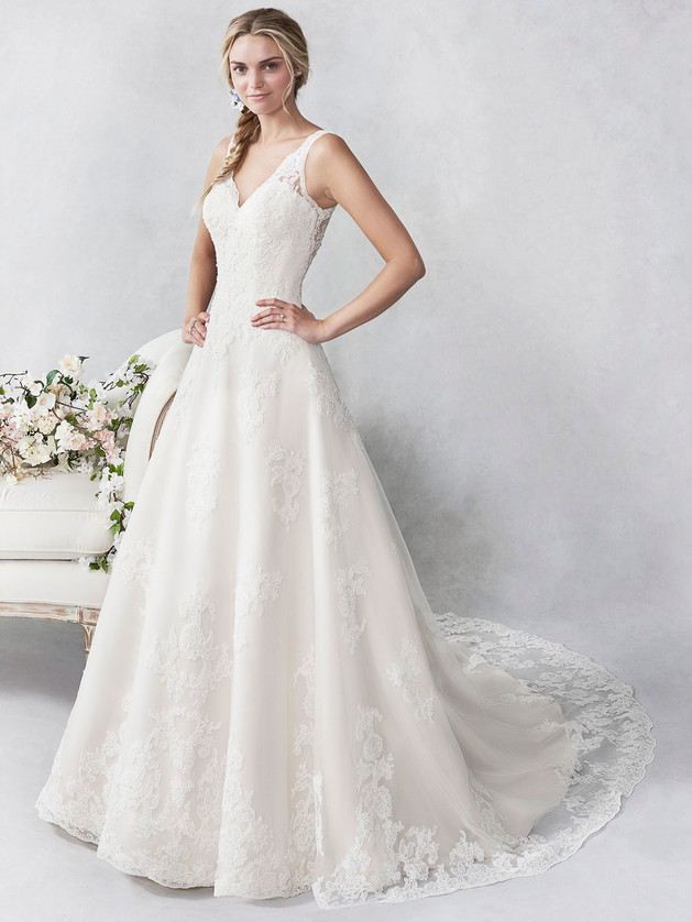 Lace Gown 118652
