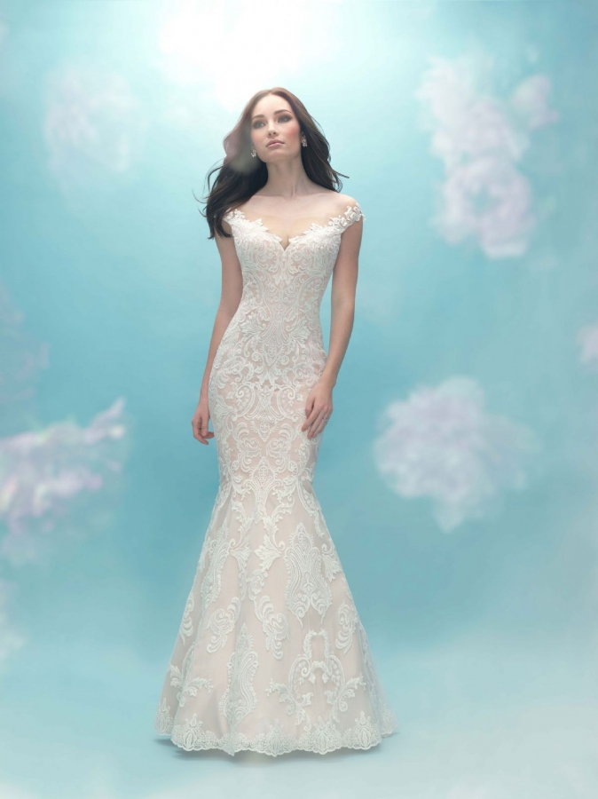 Lace Gown 117734