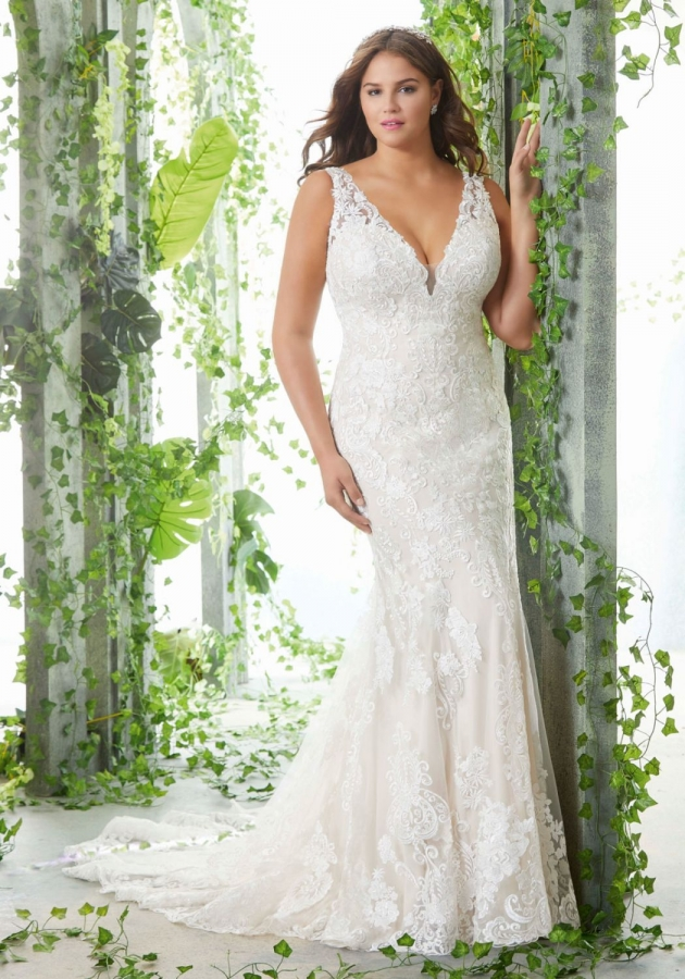 Lace Gown 118811