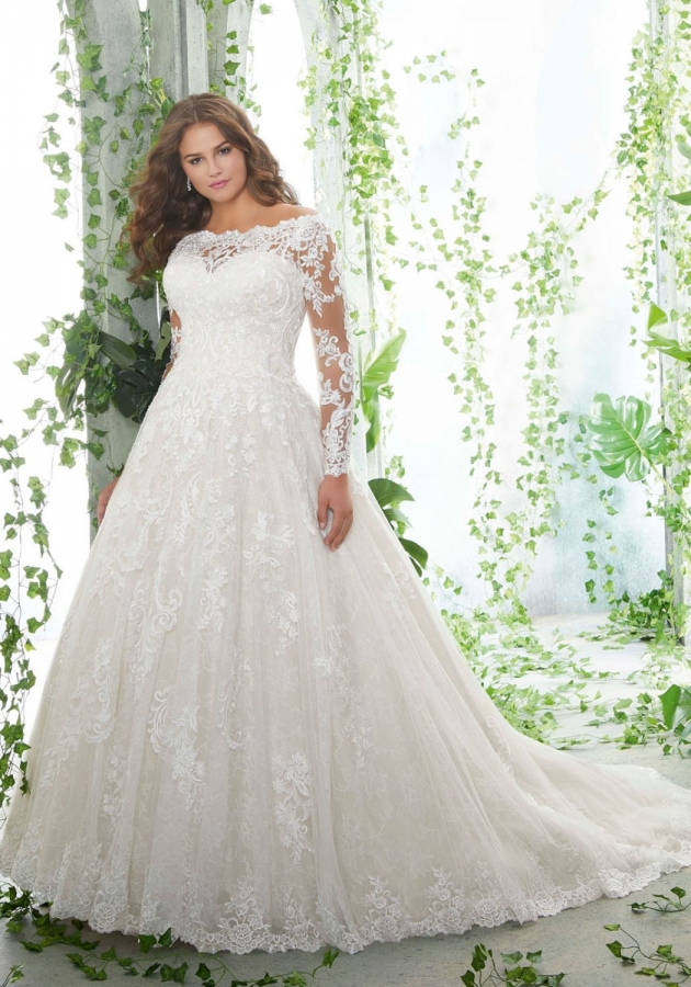 Lace Gown 118904